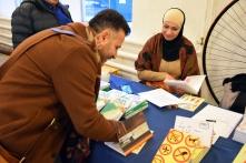 Wafai Layla och Abeer Zrk utbytte böcker